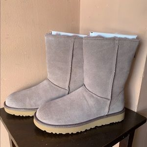 UGG Shoes - Ugg Classic Short boot w/ Zipper - New